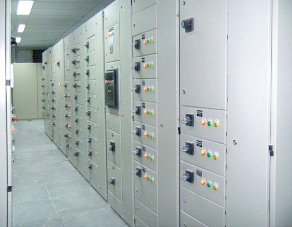 Tủ điều khiển và bảo vệ động cơ